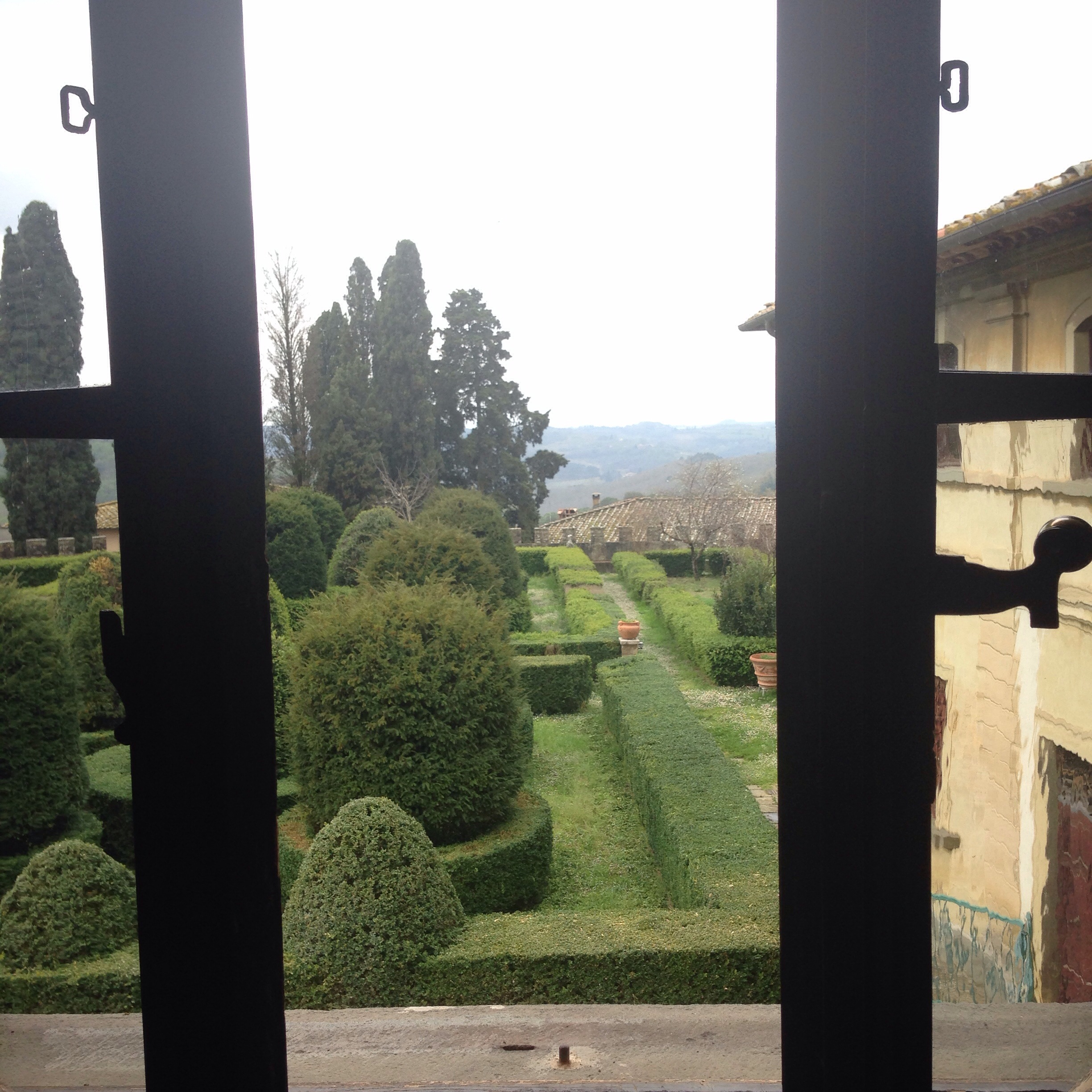 Look out the window and there's that Chianti countryside!