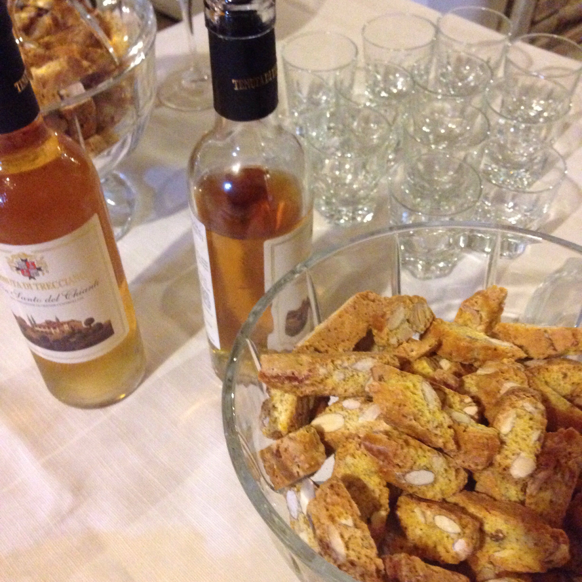 Classic Tuscan 'vinsanto' sweet wine with cantucci biscotti
