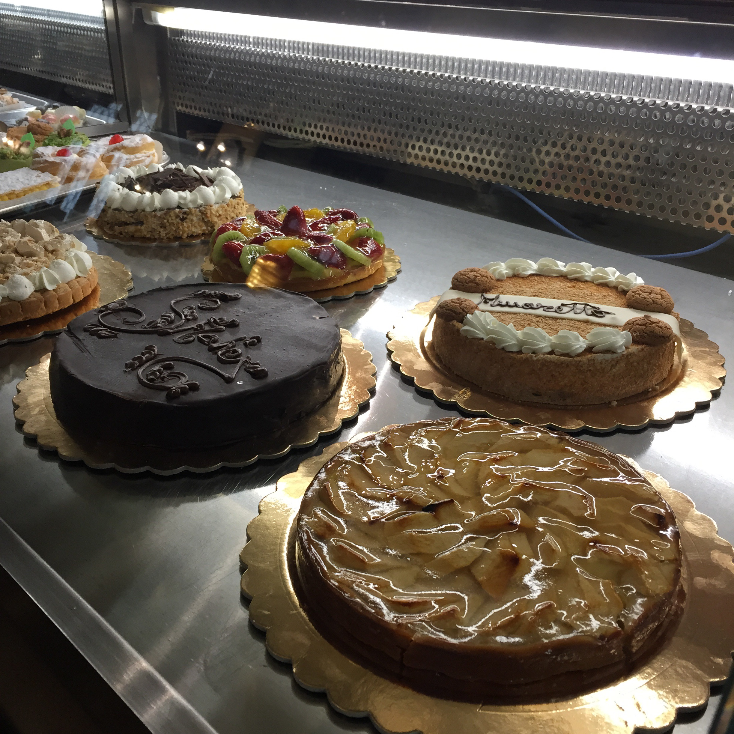 Torino is full of pasticcerie! Cakes are their thing aroudn here. A dream come true for those with a sweettooth